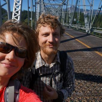 Dievu tilts