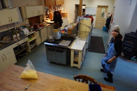 Brīvprātīgo valstība - līdz pēdējam sīkumam pārdomātā virtuve.