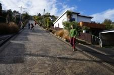 Baldvina iela. Stāvākajā posmā ielas slīpums esot 19 grādi jeb 35%. Tas ir - uz katriem 2,86m ielas augstums izmainās par 1m.