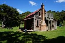 Vēsturiskā Whariwharangi Hut.