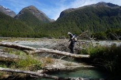 Pirmais Dore Pass takas izaicinājums - tikt pāri Eglinton River.