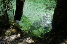 Clinton upes dzidrie ūdeņi tā vien kārdina ienirt... Tomēr skats mānīga - ir auksti.